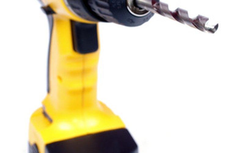 Reconstruir la batería DeWalt utilizada en herramientas eléctricas es más barato que comprar una nueva.