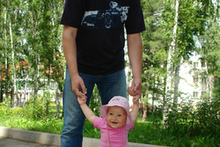 Si tu bebé tiene problemas de equilibrio cuando intenta caminar, puede ser una razón para preocuparse.