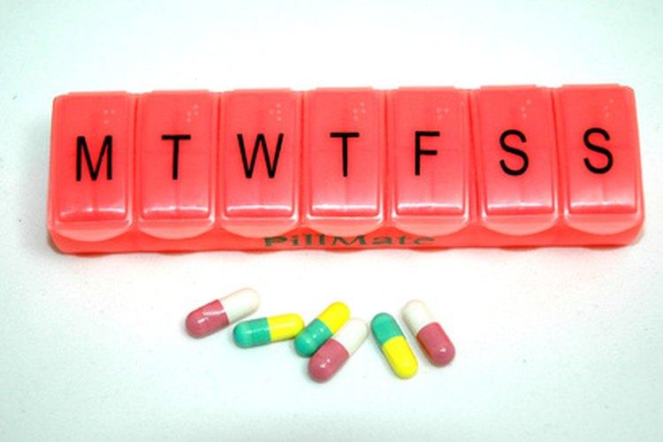 Acompaña tu dosis diaria de pastillas con alimentos.