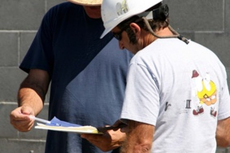 Algunos supervisores de seguridad pasan su tiempo supervisando a los empleados o a sus compañeros administradores de seguridad.