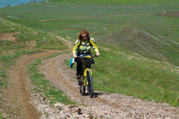 Las bicicletas de montaña se utilizan para andar en caminos de tierra y terreno escarpado.