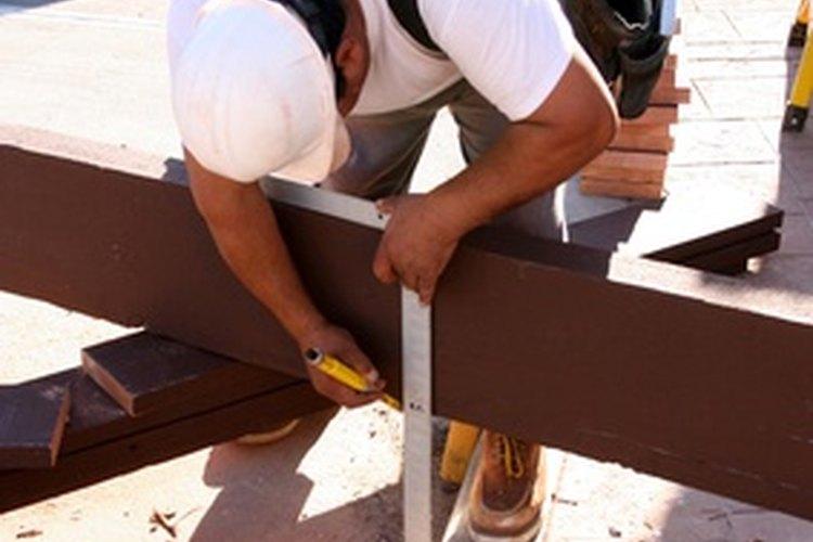La escuadra de carpintero tiene dos conjuntos de mediciones.