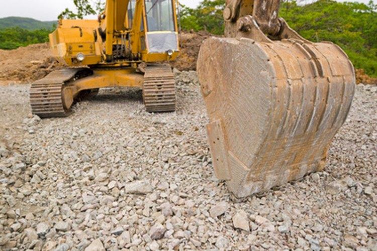 Algunas herramientas en excavación son usadas en la superficie del suelo, y algunas son usadas cerca o alrededor de los artefactos.