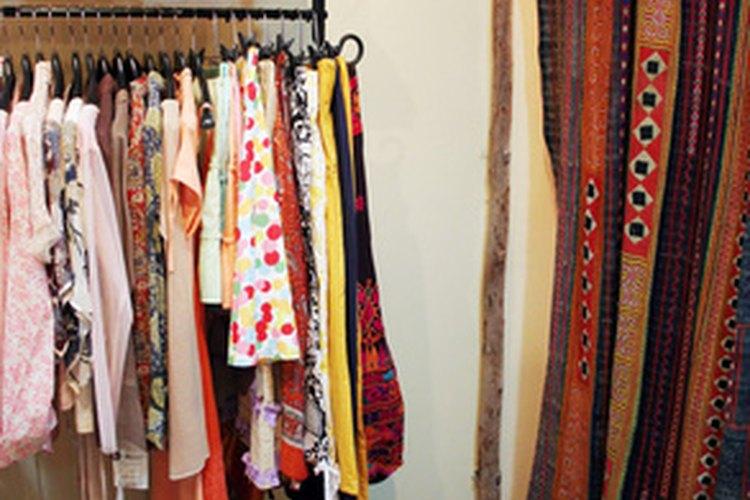 Existen muchas opciones en línea y físicas para vender tu ropa vieja.