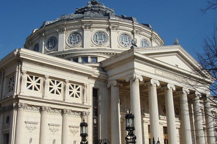 Los curadores de arte son la columna vertebral de los museos.