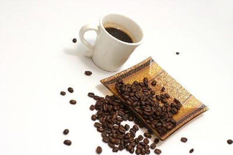 Si no puedes afrontar el aumento en los precios de las cafeterías de moda, tú puedes preparar café fuerte en tu casa.