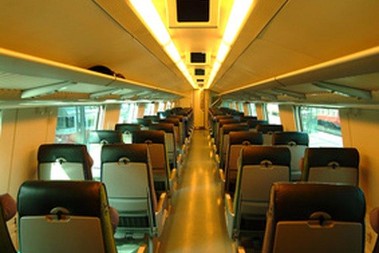 Trenes de alta velocidad viajan a través del Eurotúnel.