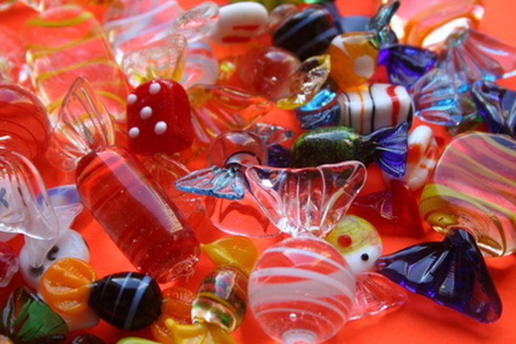 Utiliza caramelos de colores para la decoración de la fiesta.