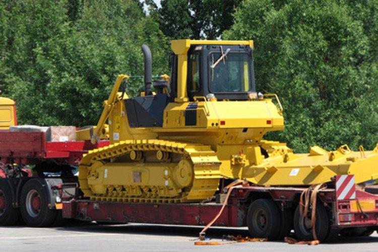 El peso de operación del Bulldozer D4 es de 10.860 libras (4 926,013 kgs).