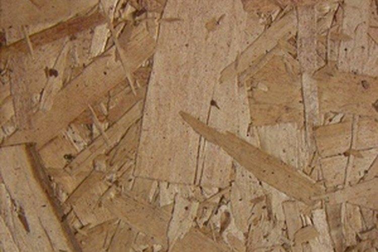 El aglomerado está hecho de trozos de madera, lo que lo hace menos durable y fuerte que los muebles de madera sólida.