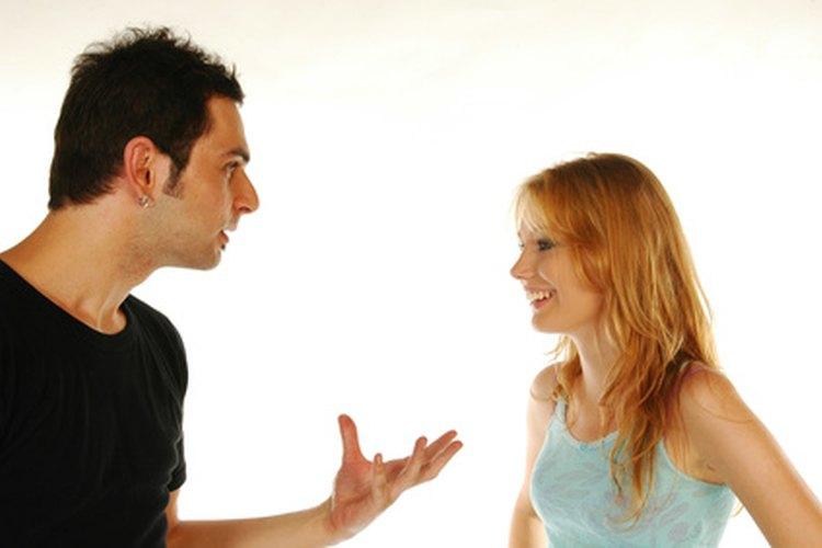 Algunos novios controlan las vidas de sus novias.