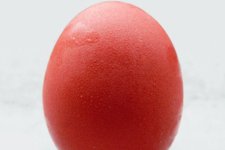 Los huevos rojos, símbolo de salud y felicidad, se dan a los padres chinos para festejar el nacimiento de un niño.