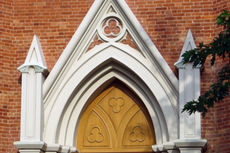 Las iglesias suelen usar velas de Adviento.
