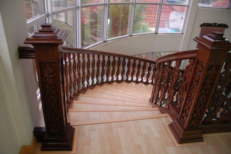 Una escalera curva puede ser abierta o cerrada.
