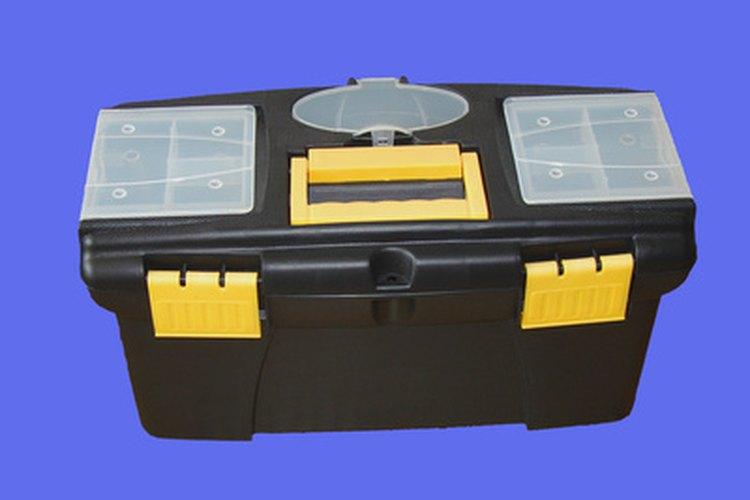 Una caja de herramientas es útil para mantener las herramientas manuales organizadas.