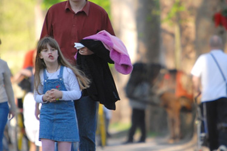 Cuando una hija conozca a su padre, planea una actividad para facilitarle las cosas a los dos.