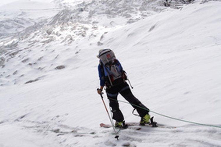 El deporte de caminar con raquetas de nieve y el esquí de fondo no requieren de elevadores.