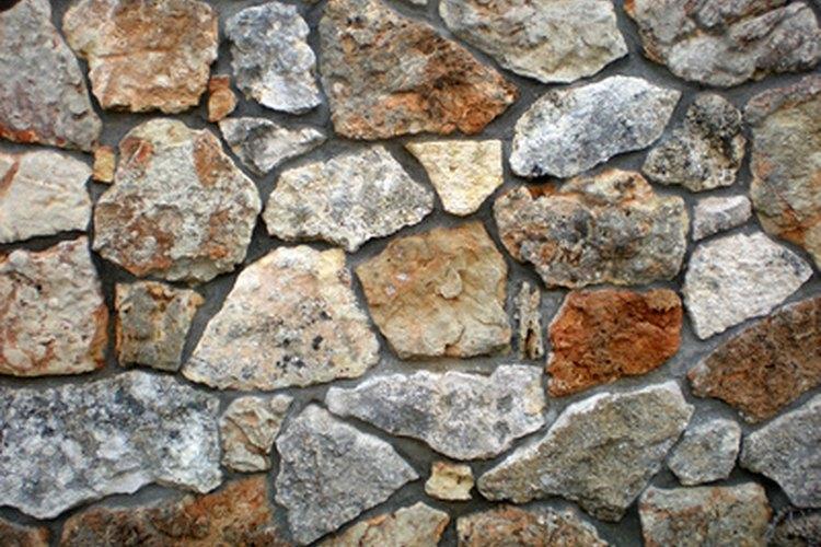 La naturaleza porosa del concreto, lo hace un sustrato duradero.