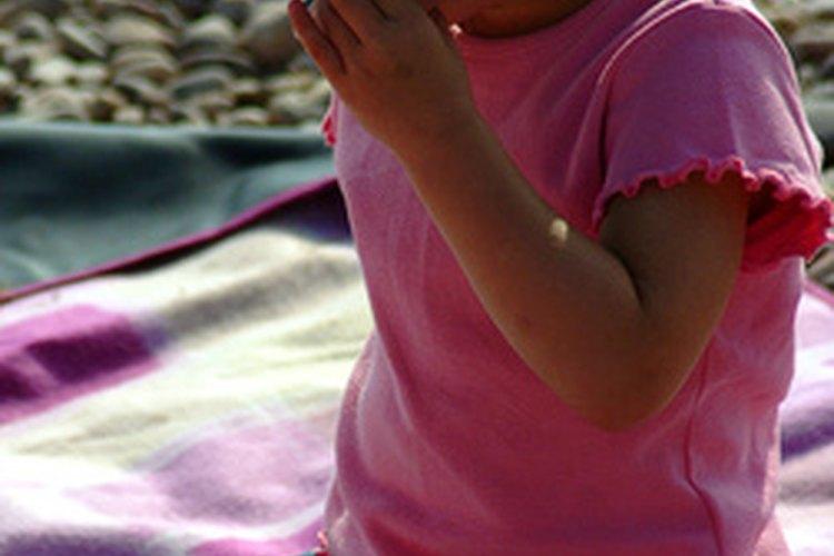 Un servicio de monitoreo puede ayudarte a rastrear el uso del teléfono celular de tu hijo.
