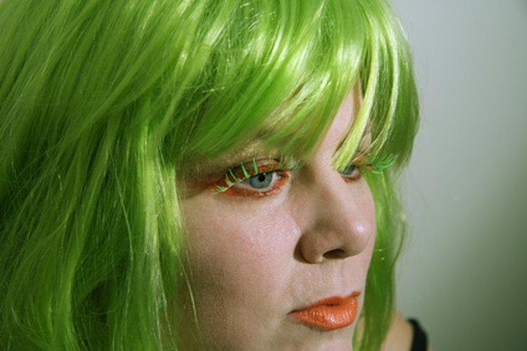 Las fibras sintéticas no soportan los métodos de coloración del cabello natural.