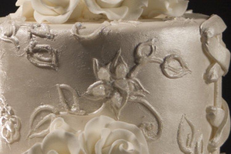 decoración sencilla para un pastel de bodas |