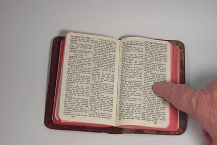 Usa una Biblia para niños, ya que está escrita para ellos.