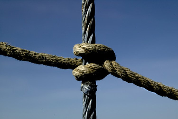 Los nudos sirven para muchos propósitos, incluyendo la adición de un acento decorativo a una cuerda sin gracia.