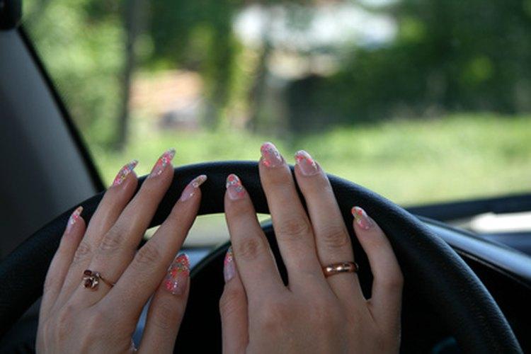 Cómo hacer tus propias uñas postizas  