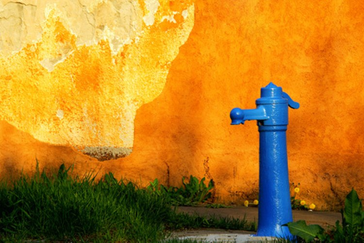 Los pozos excavados, clavados y perforados se emplean para reunir agua potable para beber.