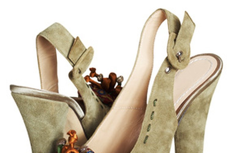 Los zapatos de ante pueden quedar dañados de forma permanente debido al agua.