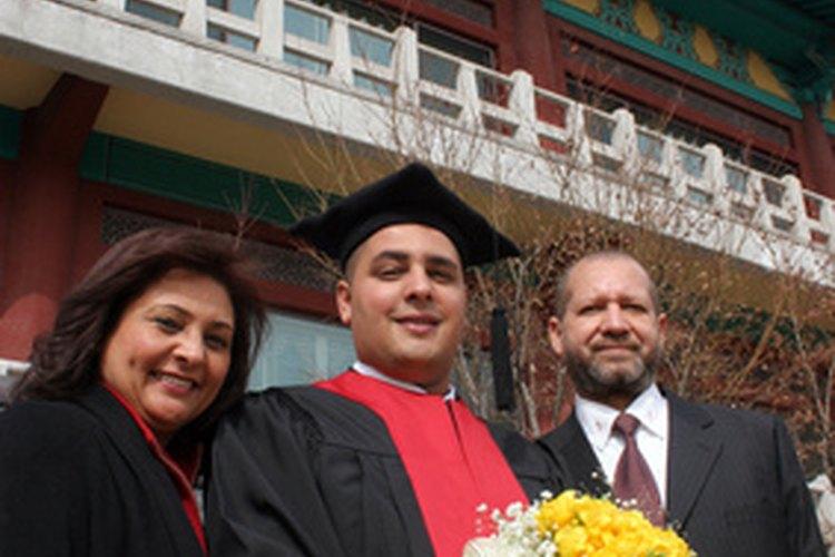 Considera suficiente espacio para los graduados y sus familiares.