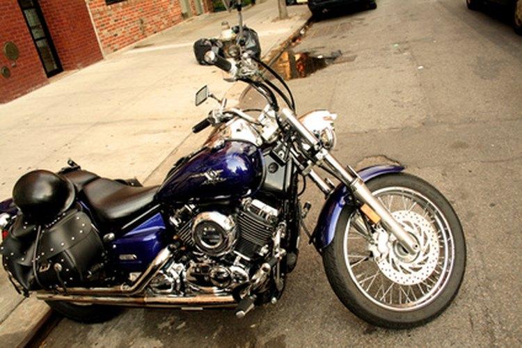 Gira la moto y activa la función de luz de cruce.