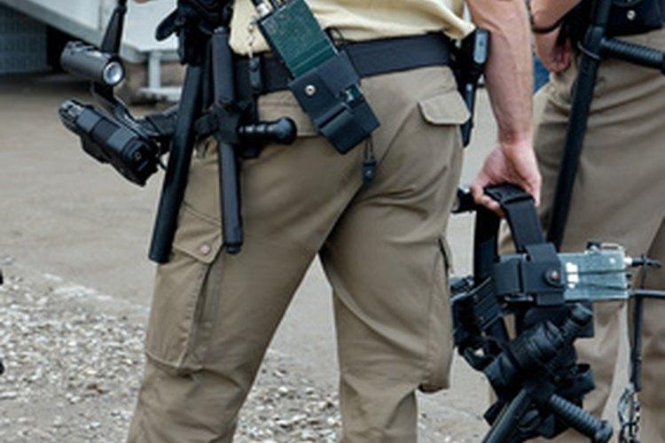 Algunos guardias de seguridad son oficiales de policía fuera de servicio.