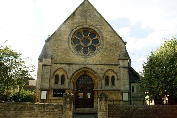 Históricamente, en Europa, las iglesias formaban un centro comunitario, y las campanas de la misma eran importantes comunicadores.