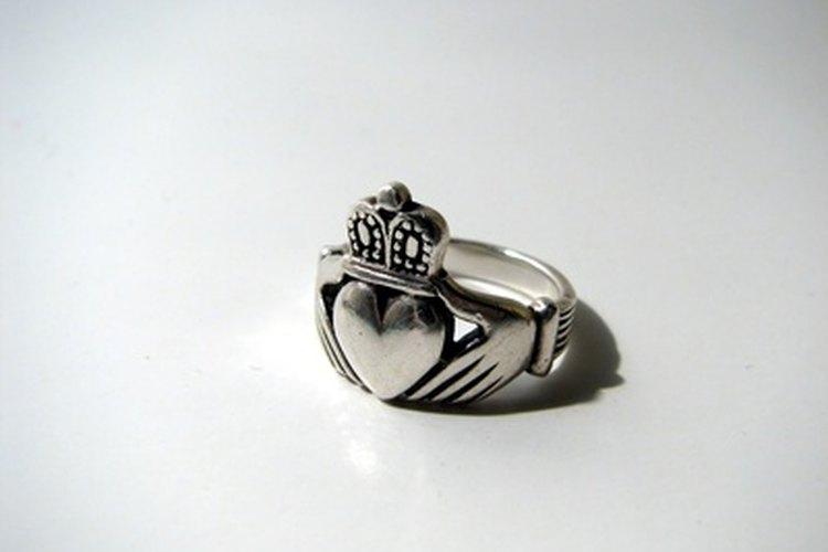 El Claddagh es un anillo irlandés tradicional de amistad y lealtad.