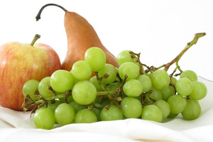 Las frutas y las verduras contienen proteínas.