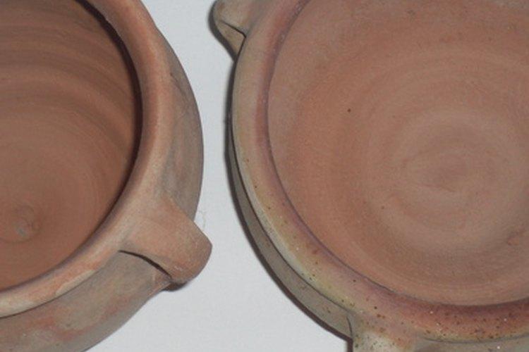 Las ollas de cerámica sin vitrificar crea vapor para cocinar la comida.