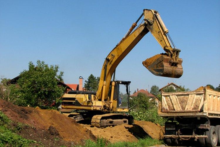 Las excavadoras están una línea de equipos de construcción sobre las retroexcavadoras.