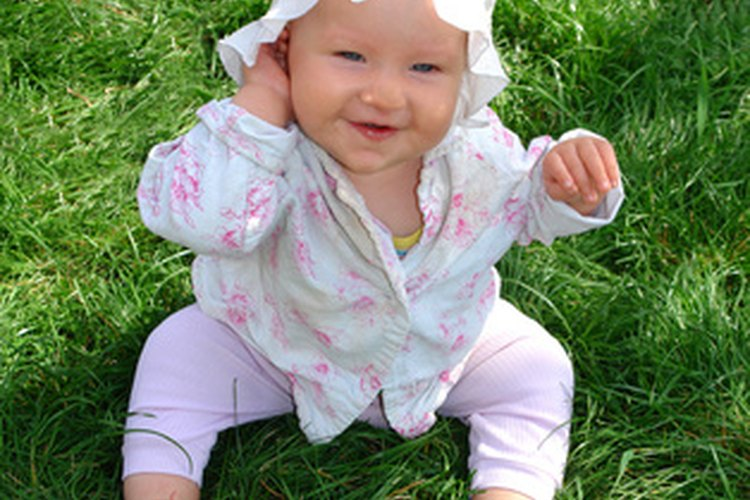 En la etapa más temprana, los bebés observan a otros niños jugar.