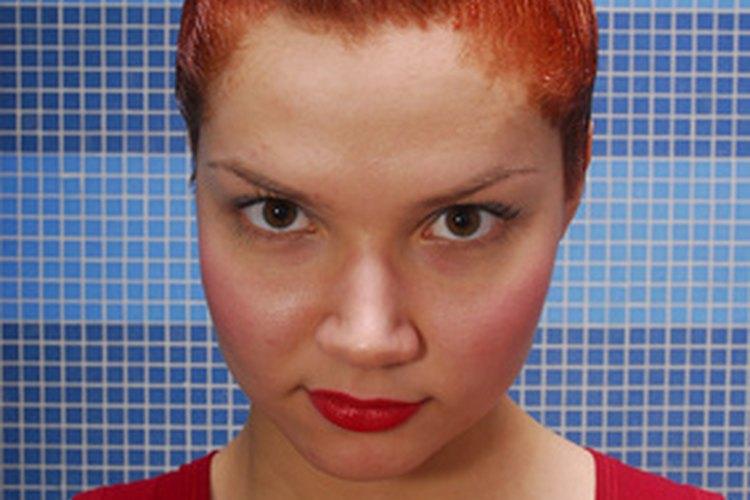 Un tinte permanente para pelo hecho en casa mejora tu apariencia con facilidad.