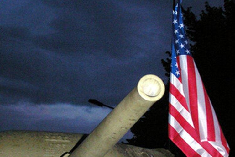 Tanque del ejército con la bandera estadounidense.