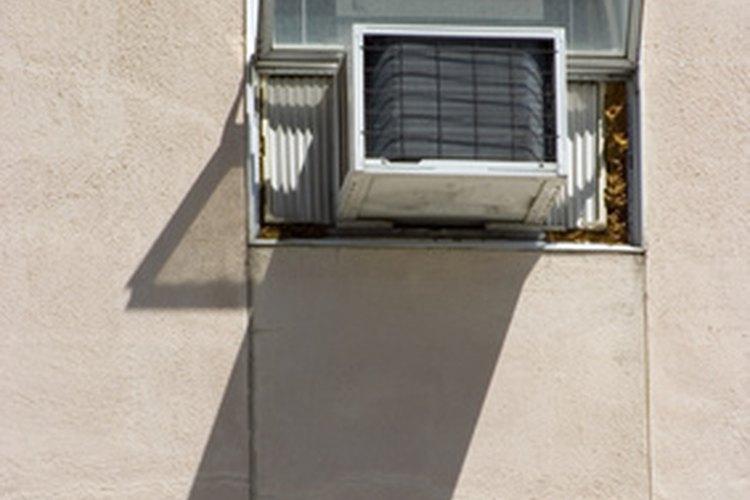 Es posible instalar un aire acondicionado en un pared a través de una ventana.