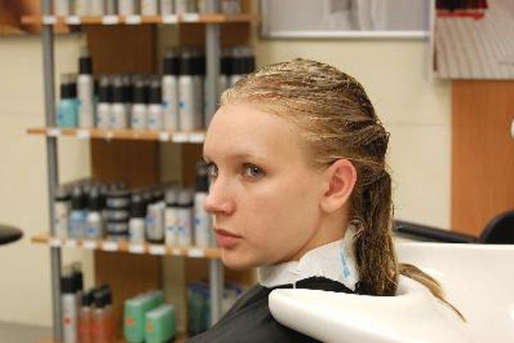 Mujer en el salón de peluquería.