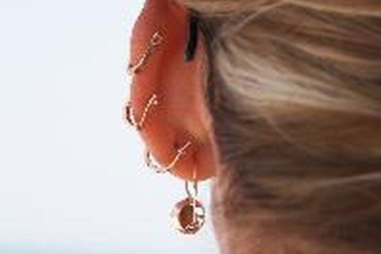 Cuidar el piercing en el lóbulo de la oreja.