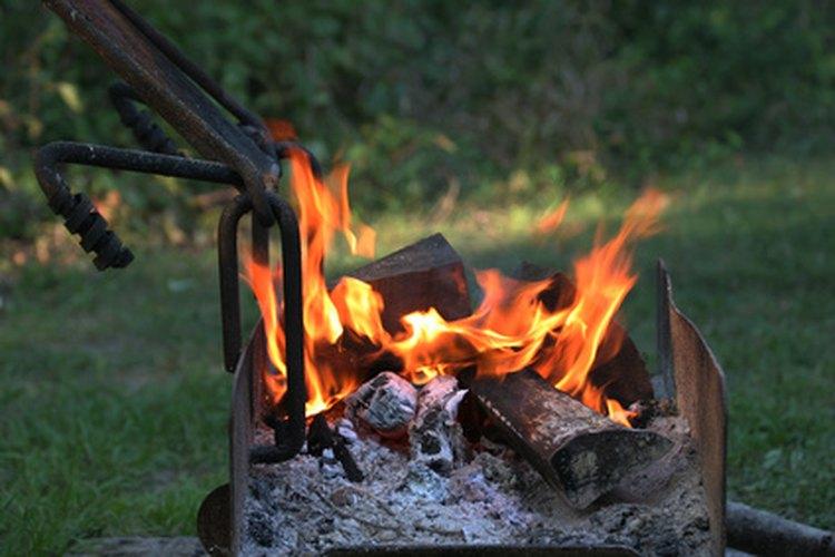 Una parrilla es a menudo una de las pocas maneras de cocinar cuando se está de campamento.