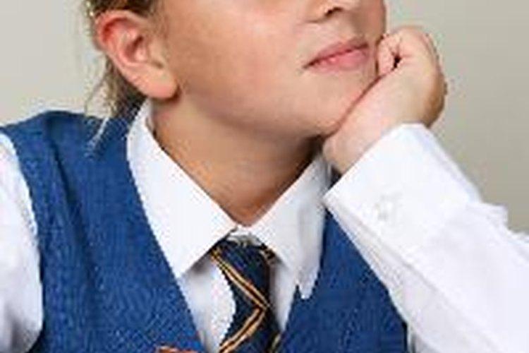 Los materiales utilizados en los uniformes escolares se seleccionan para ser resistentes.