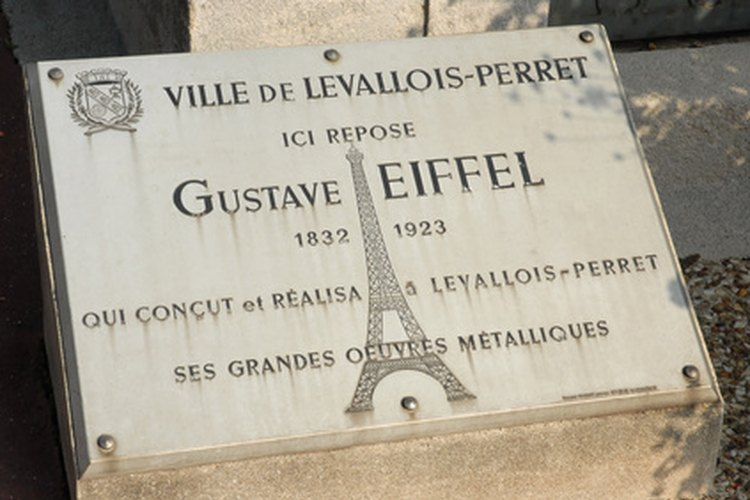 La placa conmemorativa para Gustave Eiffel.