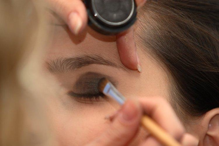Un currículum profesional es importante para los cosmetólogos.
