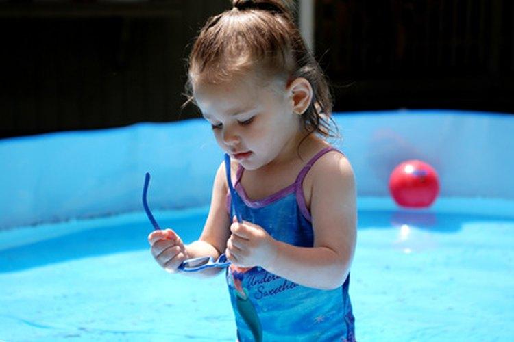 Las piscinas para niños se pueden inflar de varias maneras.