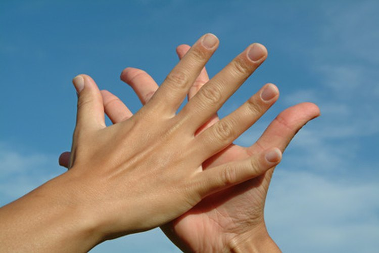 Mantén tus manos suaves con un ungüento crema casero.